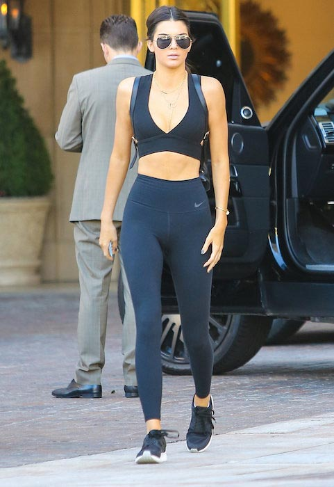 Kendall Jenner giving us serious ab envy in her all black gym gear