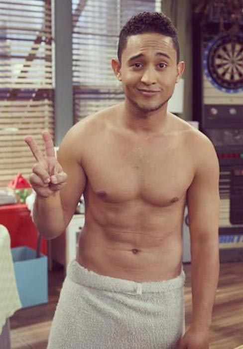 Tahj Mowry shirtless body
