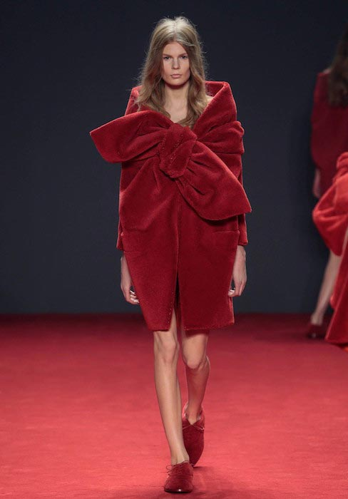 Alexandra Elizabeth Ljadov all red walking the fashion show