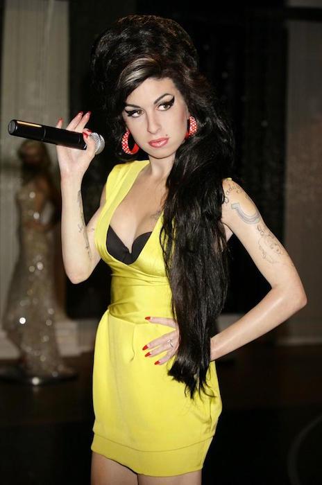 Amy Winehouse singing