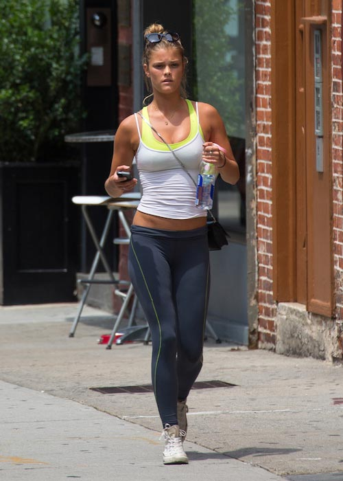 Nina Agdal running workout
