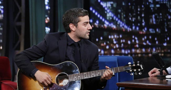 Oscar Isaac at The Late Night Show with Jimmy Fallon playing guitar