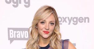 Abby Elliott - Featured Image