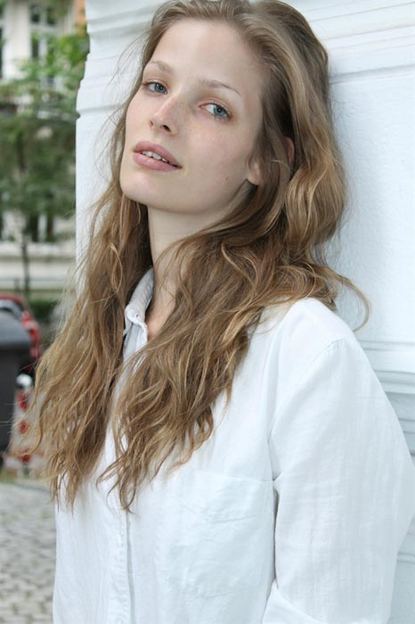 Alisa Ahmann hot