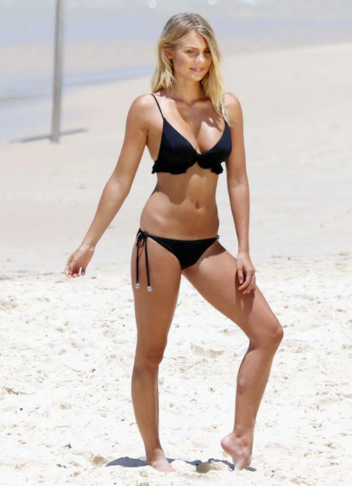 Elyse Knowles in bikini at Bondi Beach as on January 13, 2016