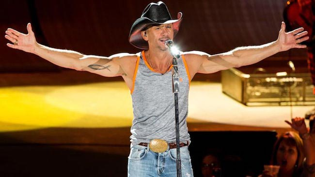 Tim Mcgraw singing on stage