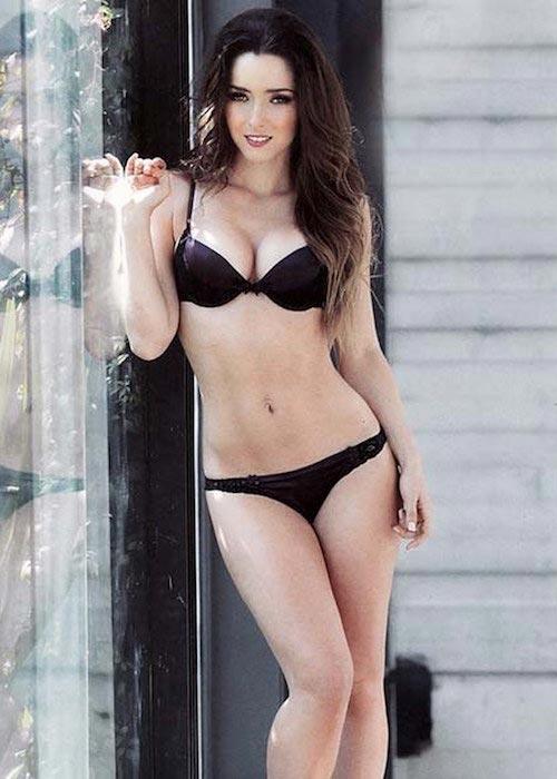 Ariadne Diaz hot in black bikini