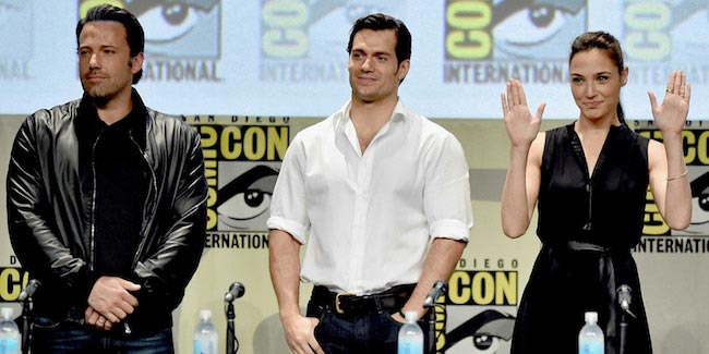 Batman V Superman stars signing autographs at Comic-Con