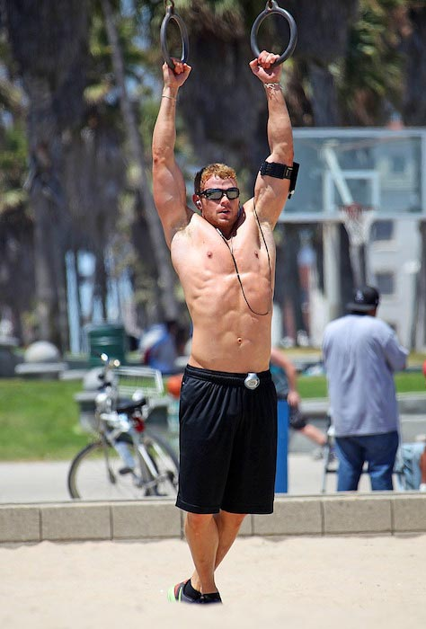 Kellan Lutz doing hanging exercise