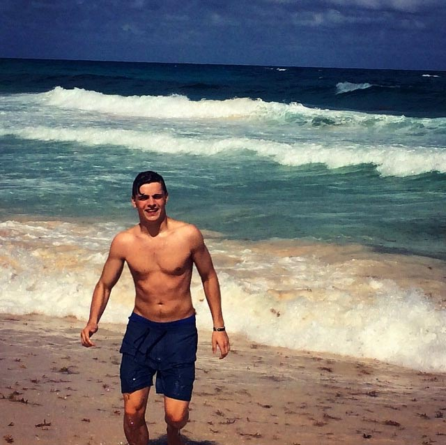 Martin Garrix shirtless body
