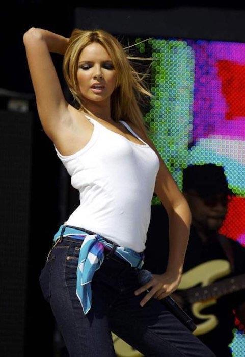 Nadine Coyle dancing