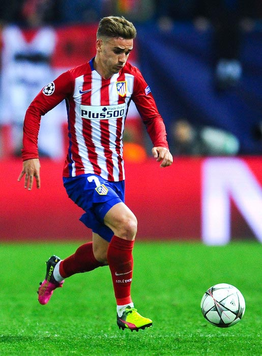 Antoine Griezmann in action during a match between Atletico Madrid and FC Bayern Munich on April 27, 2016 in Madrid