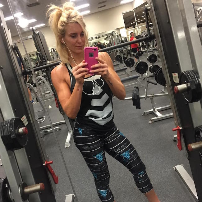 Charlotte workout selfie in the gym