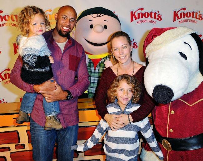 Kendra Wilkinson and Hank Baskett with 2 children