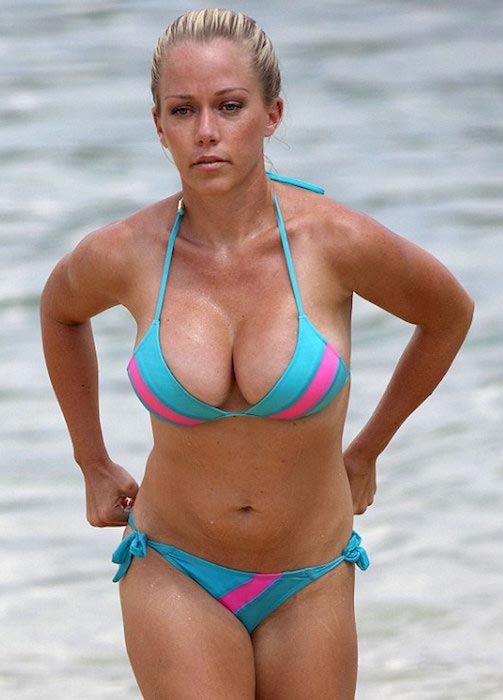 Kendra Wilkinson in bikini in Hawaii in 2013