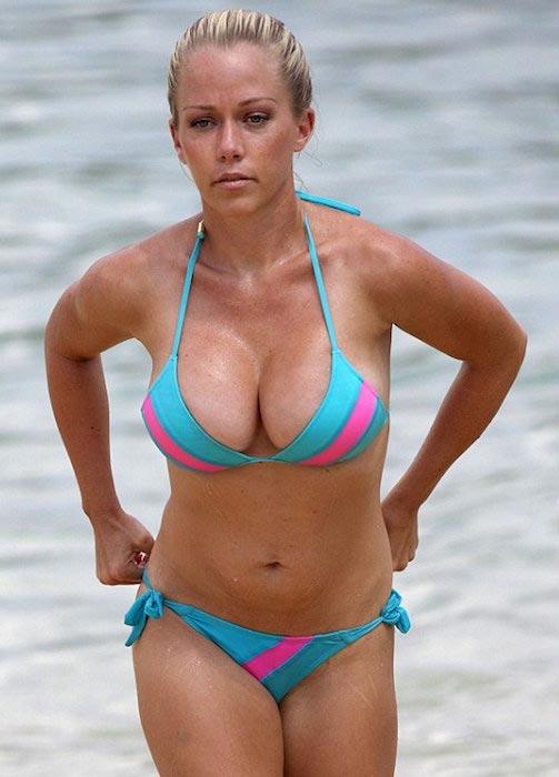 Kendra Wilkinson in bikini in Hawaii in 2013
