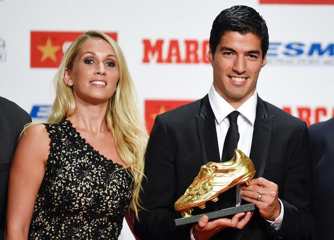 Luis Suarez holding the Golden Boot Trophy for the best European goal scorer with his sweetheart Sofia on October 15, 2014 in Barcelona, Spain