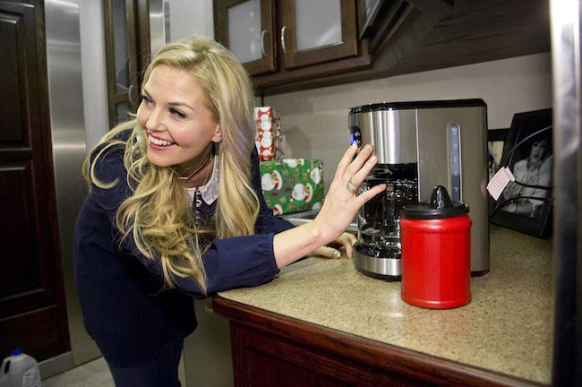 Jennifer Morrison took a break on the set of Once Upon a Time in Burnaby. These breaks help her relax.