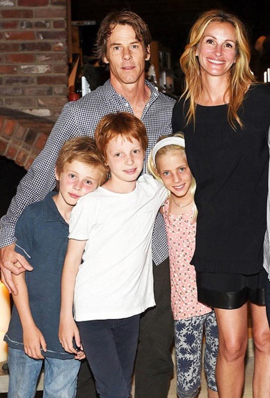 Julia Roberts with her man and kids