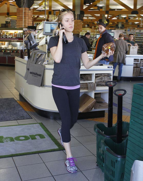 Kristin Cavallari doing natural organic food shopping