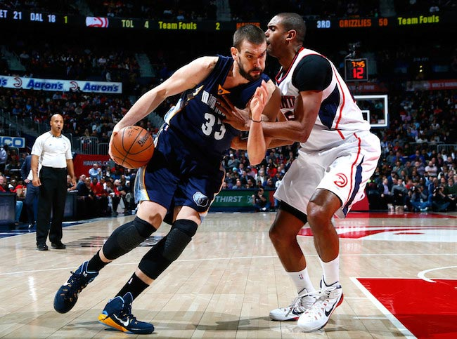Marc Gasol in a duel with Al Horford of Atlanta Hawks on January 7, 2015