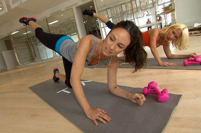 Olivia Munn core workout