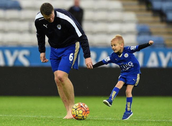 Robert Huth and his son celebrate the victory against Crystal Palace on October 24, 2015 in Leicester, England