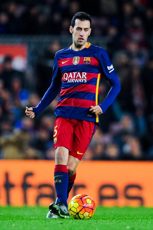 Sergio Busquets passing the ball during a La Liga match between FC Barcelona and Athletic Bilbao on January 17, 2016 in Barcelona, Spain