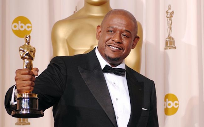 Forest Whitaker with his Oscar award