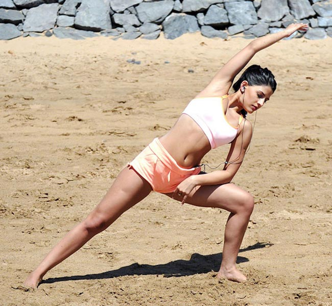 Jasmin Walia workout on the beach in Tenerife