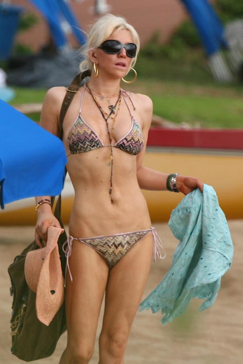 Courtney Love flaunts her body in bikini during a holiday in Hawaii