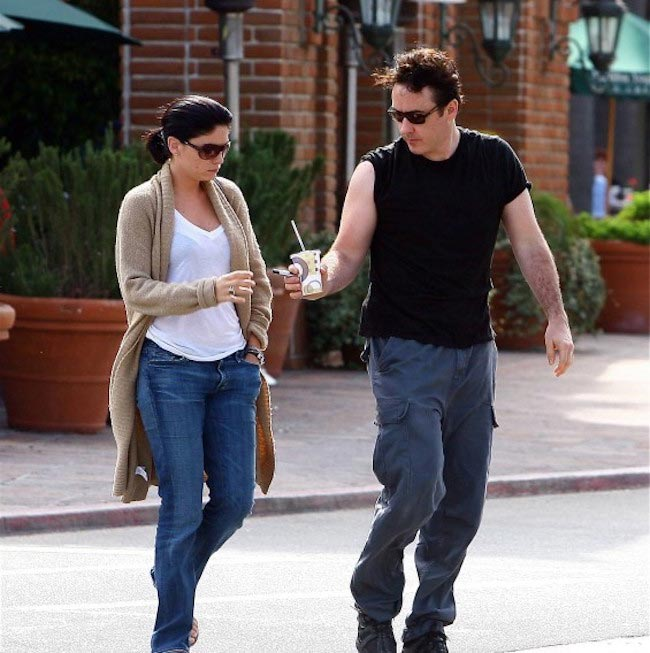 Jodi Lyn O'Keefe and John Cusack sharing a coffee at Malibu Beach in 2004