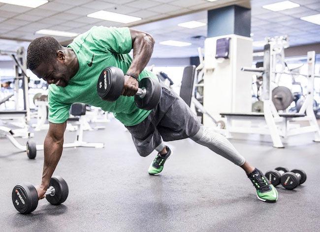 Kevin Hart doing back workout