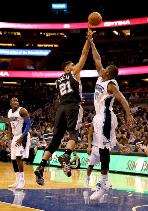 Tim Duncan in a layup attempt over Andrew Nicholson in a match of San Antonio Spurs and Orlando Magic on February 10, 2016
