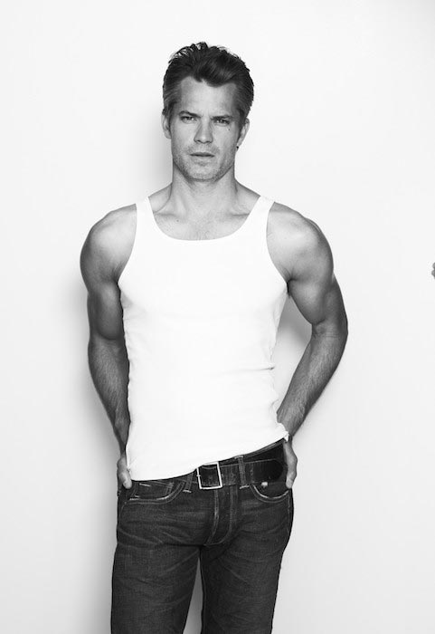 Timothy Olyphant showing his shoulders and biceps