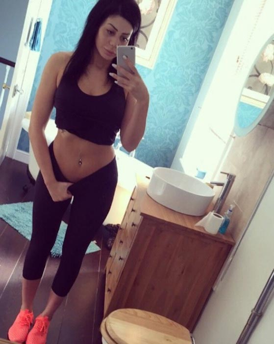 Chloe Ferry posts a mirror selfie on May 22, 2016