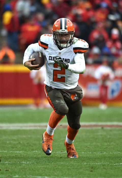 Johnny Manziel in action with the ball during a match between Cleveland Browns and Kansas City Chiefs on December 27, 2015