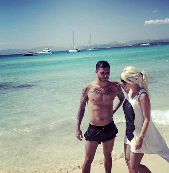 Mauro Icardi shirtless on a vacation with his wife Wanda Nara