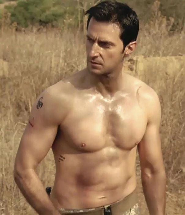 Richard Armitage shirtless body