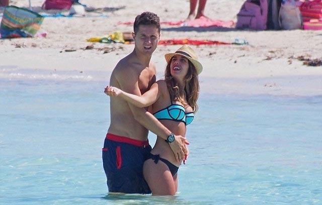 Ander Herrera and Isabel Collado on a vacation