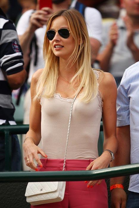 Ester Satorova Wimbledon 2016 cheering Tomas