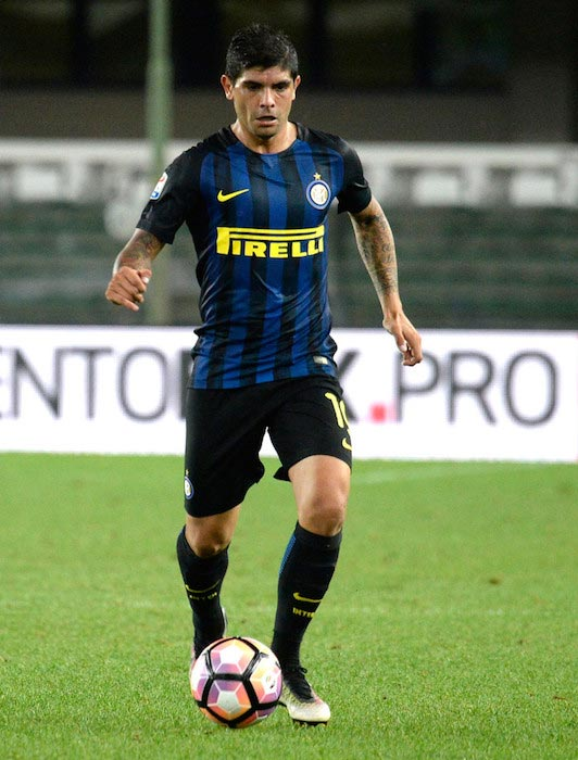 Ever Banega in action during a Serie A match between Chievo Verona and FC Inter Milano on August 21, 2016