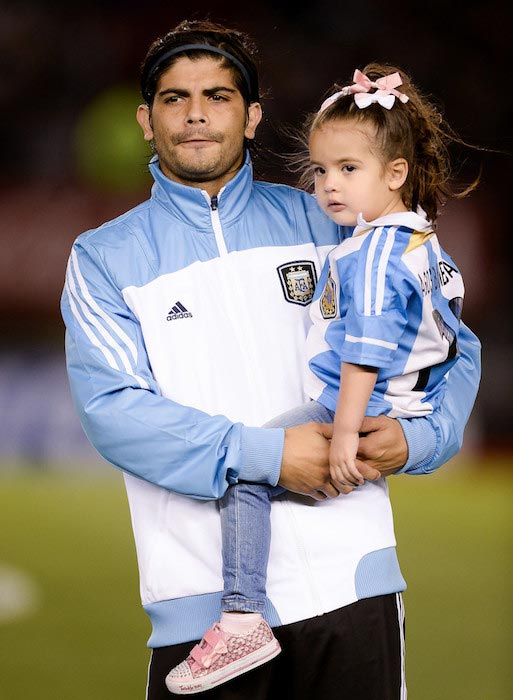 Ever Banega and daughter between Argentina and Peru October 11, 2013