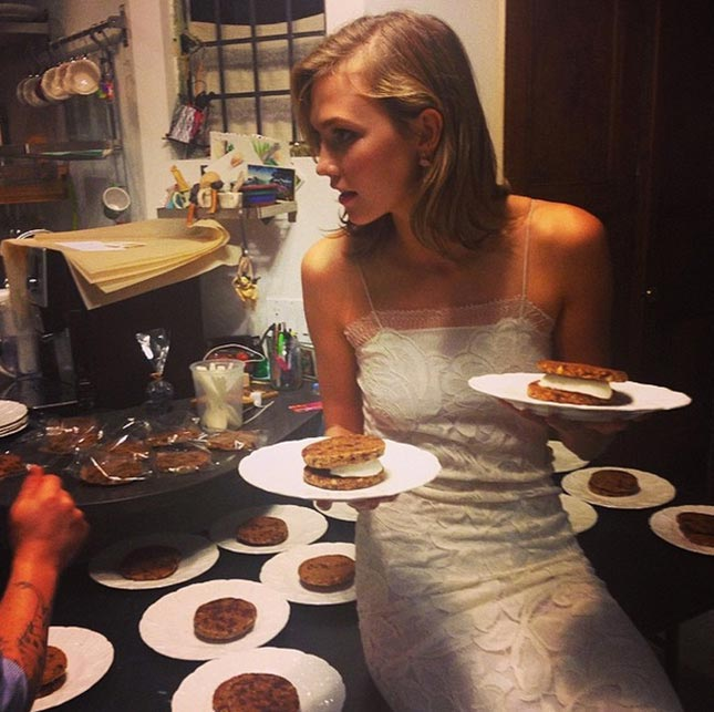Karlie Kloss with kookies