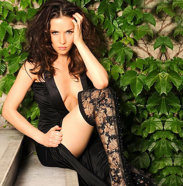 Natalia Oreiro hot sizzling shoot