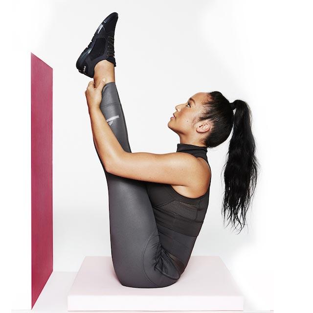 Nicole Winhoffer doing core workout