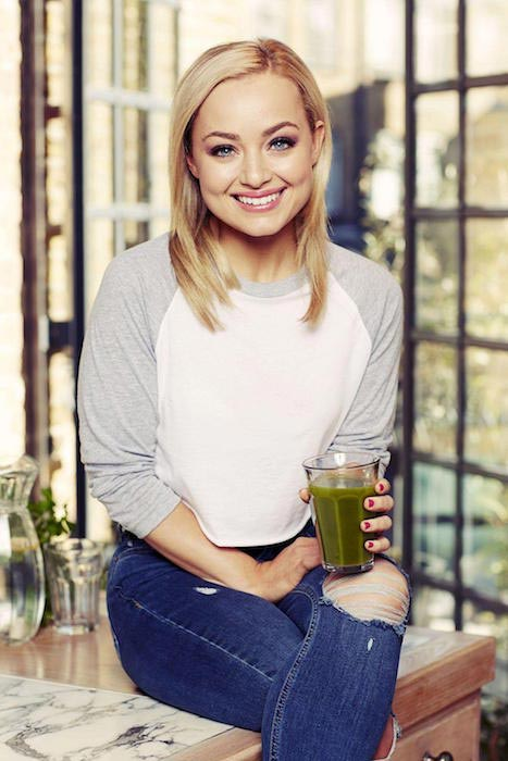 Blogger Clean Eating Alice having a Green Juice