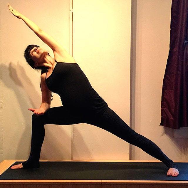 Hilaria Baldwin exercising