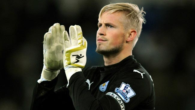 Kasper Schmeichel applauds home fans after a match at King Power stadium in December 2014