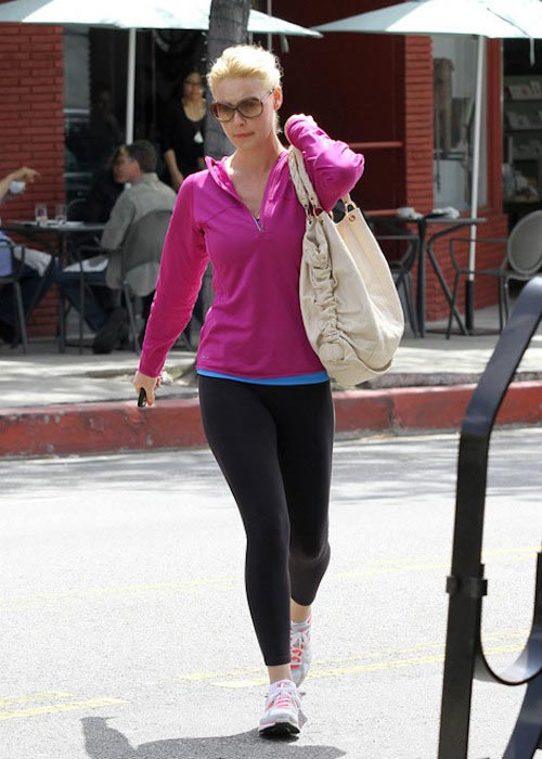 Katherine Heigl in black yoga gear